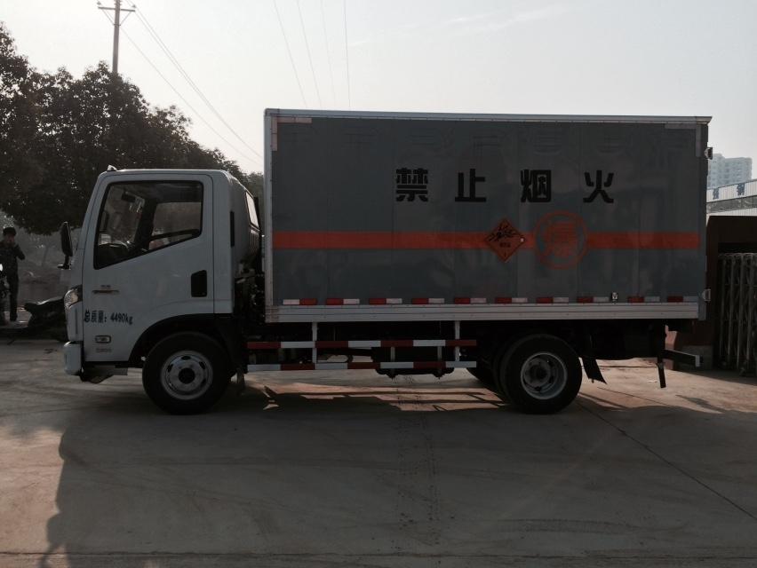 南汽依维柯国五易燃气体厢式运输车图片